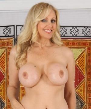 julia-ann-nude-young